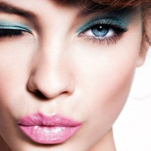 Daha Genç Göstermek İçin Nasıl Makyaj Yapılmalı
